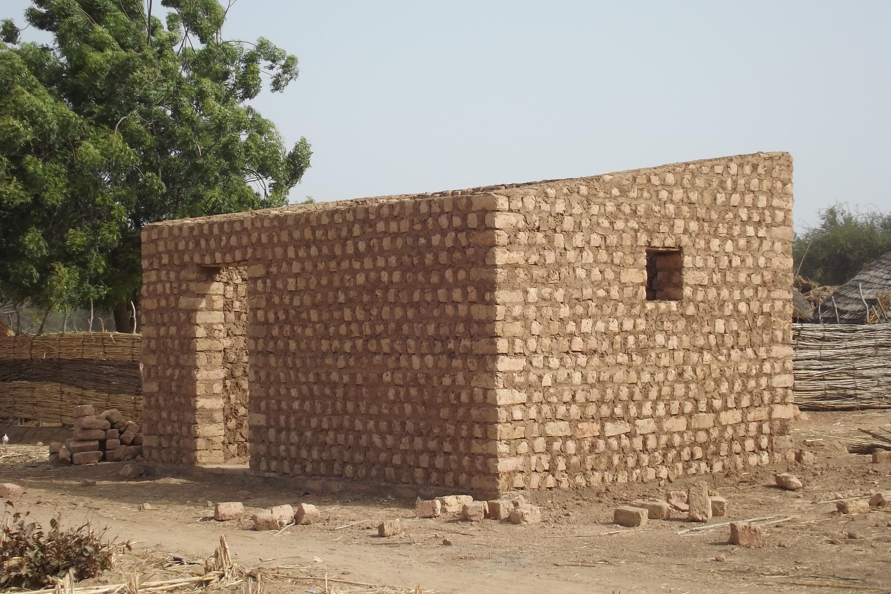 Banque céréalière 2 en briques en terre