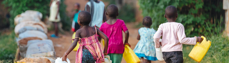 Un nouveau forage construit au cœur d'un village au Tchad